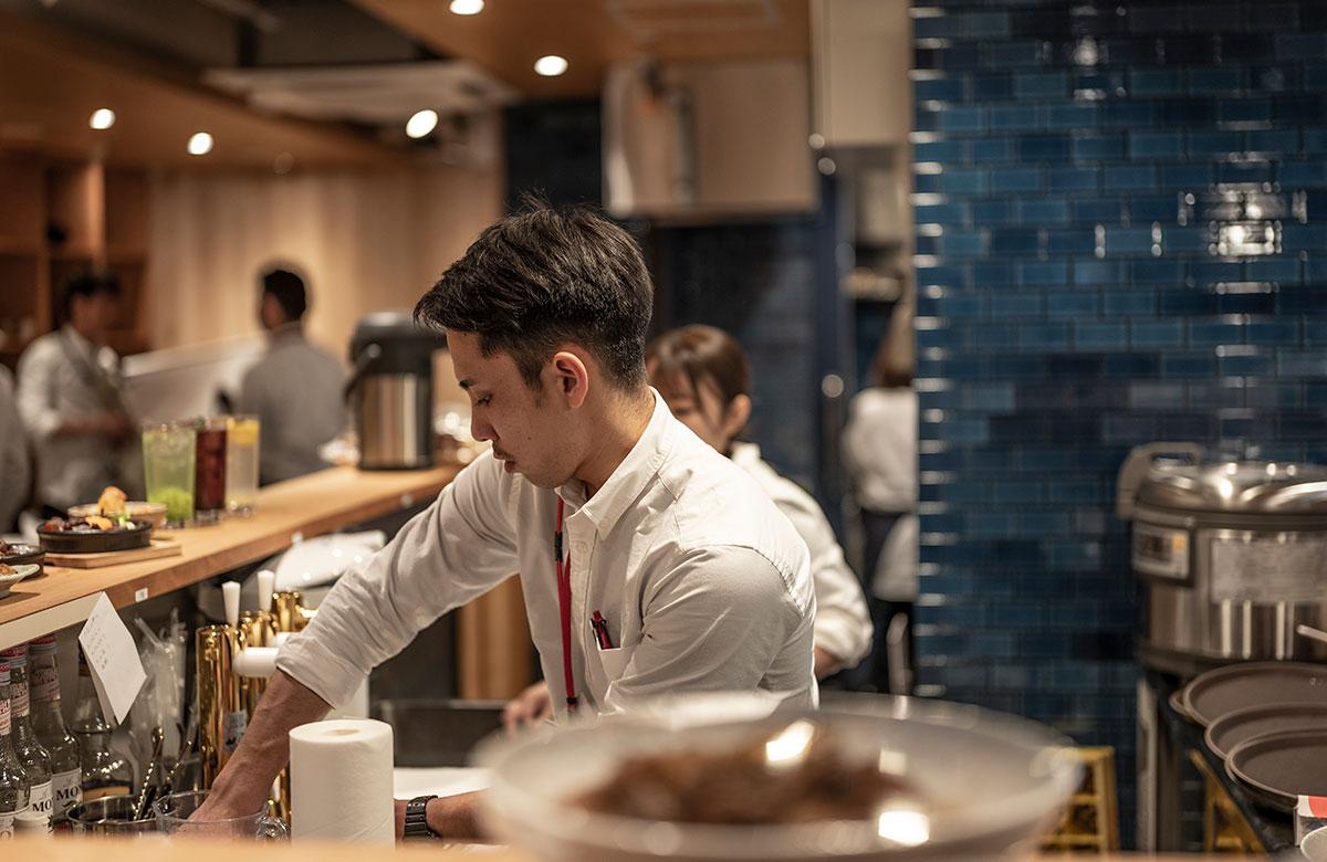 SUINA(すいな)室町「餃子と煮込み/魚屋鮨しん」調理スタッフ